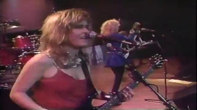 Bangles (1986) - Walk Like An Egyptian (PIttsburgh)