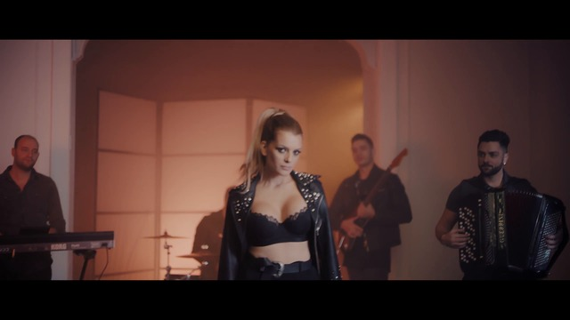 Jelena Kostov - Ona ne zna za mene (Official Video 2017)