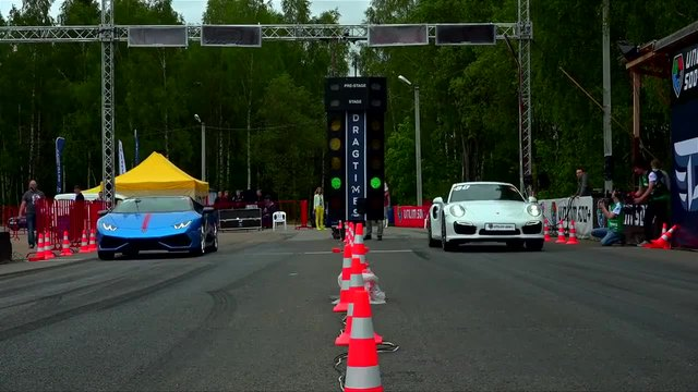 Lamborghini Huracan (stock) vs Porsche 991 Turbo S (stock)